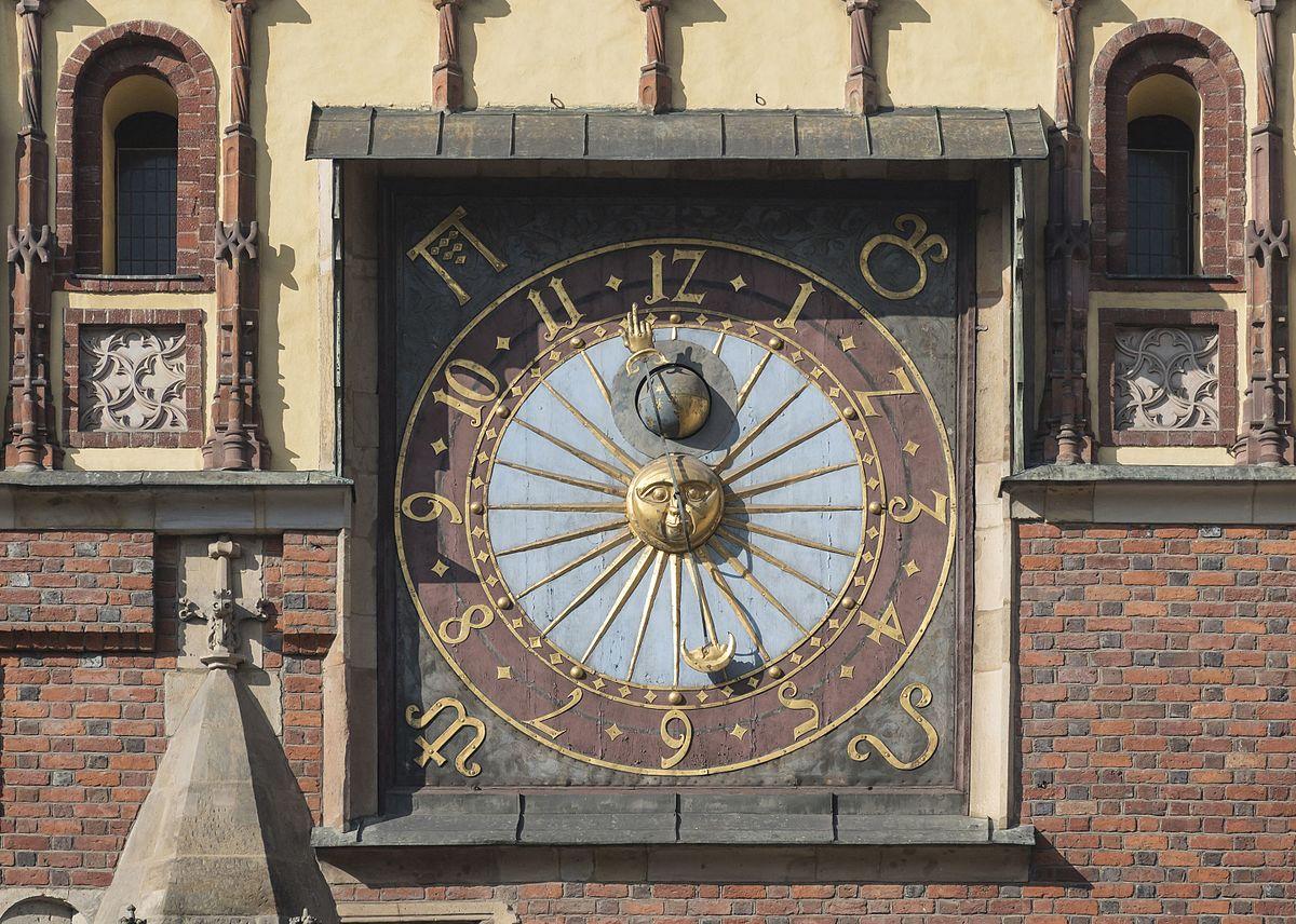 "Jacek Halicki (https://commons.wikimedia.org/wiki/File:2017_Ratusz_Staromiejski_we_Wrocławiu_02.jpg), ""2017 Ratusz Staromiejski we Wrocławiu 02"", https://creativecommons.org/licenses/by/3.0/legalcode"