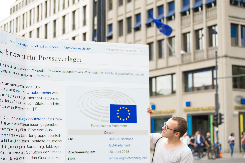 Annkathrin Weis (https://commons.wikimedia.org/wiki/File:Straßenaktion_gegen_die_Einführung_eines_europäischen_Leistungsschutzrechts_für_Presseverleger_31.jpg), https://creativecommons.org/licenses/by-sa/4.0/legalcode