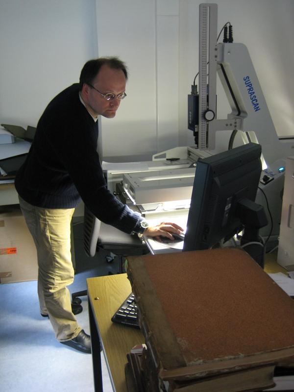Scannen der Handschrift im Göttinger Digitalisierungszentrum